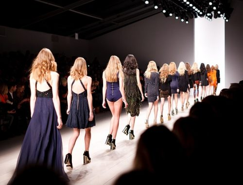 Guide-How-to-organize-a-fashion-show-f